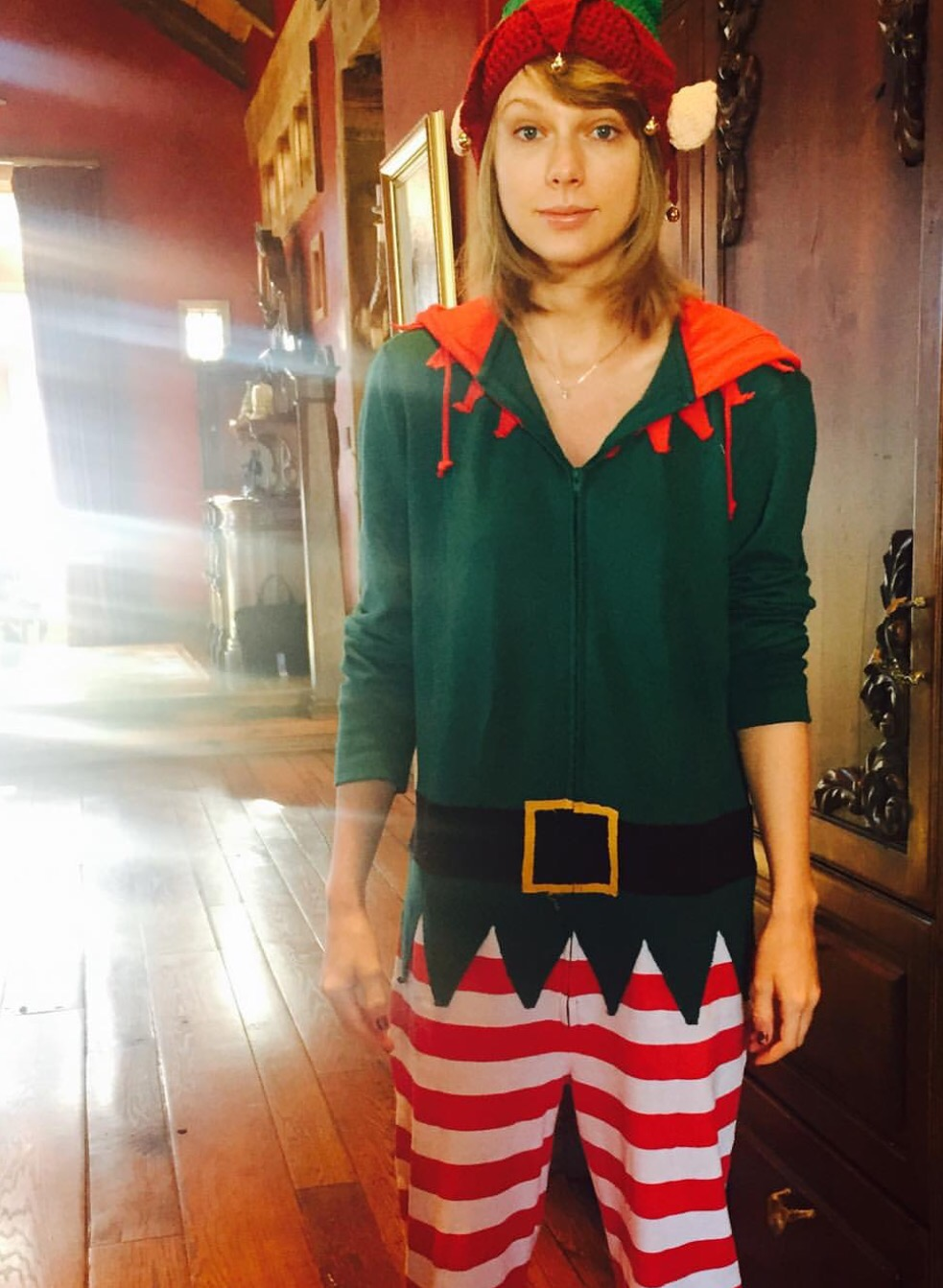 Taylor Swift Posts Elf Onesie Photo Tireball Backpage News Rumors Opinions And More