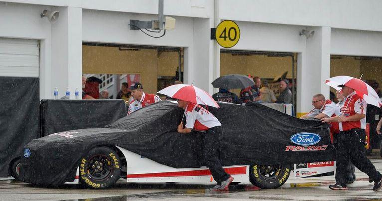 Rain forces NASCAR to delay start of Coke Zero 400 | Tireball NASCAR ...